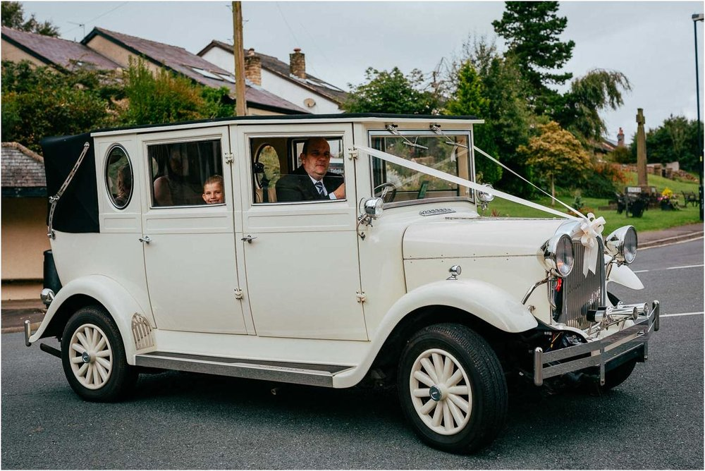 Shireburn_Arms_Wedding_Photographs-16.jpg