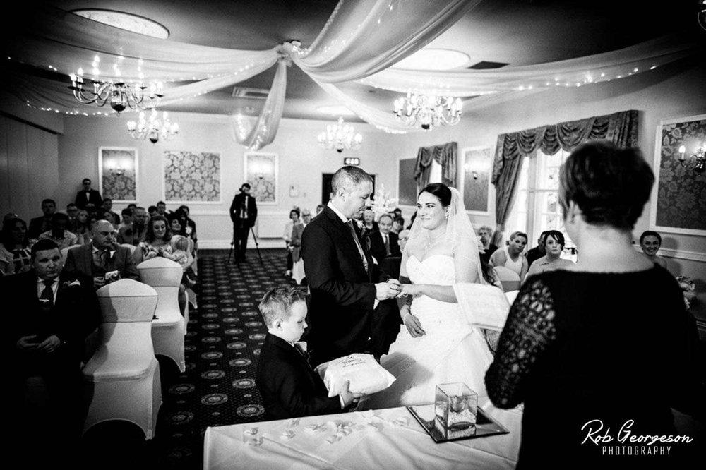 Shaw_Hill_Golf_Club_Wedding_Photographer (19).jpg