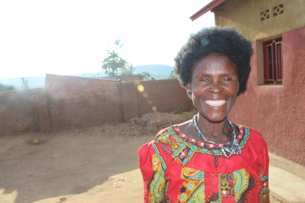 Aurelia Kantarama, Mama Sibo in front of her house. Photo by Alida K. Ruzibiza