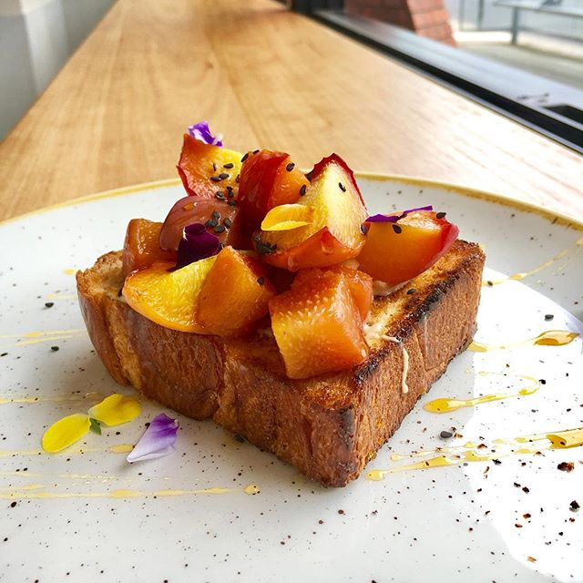 Summertime in Melbourne means stone fruits! 🍑🍒 Come try our roasted yellow peaches with tahini, black sesame and wild flower honey on brioche.  #notjusteggs #grangerdeggshop