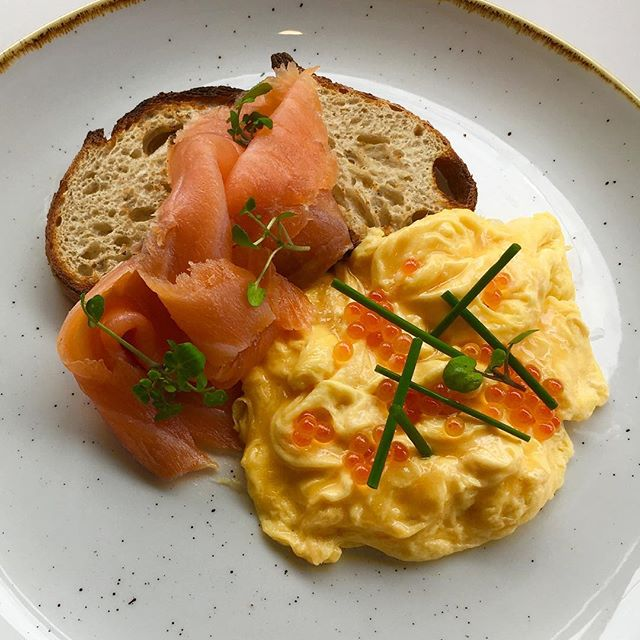 Smoked salmon and scrambled eggs with salmon caviar, watercress and chives #notjusteggs #grangerdeggshop