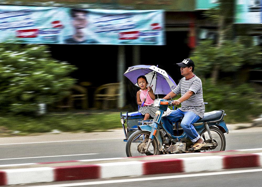 girl -w umbrella NEu.JPG