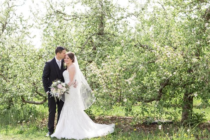 Outdoor_Spring_Apple_Orchard_Wedding_08.jpg
