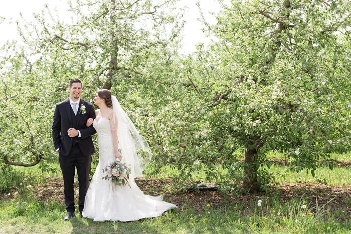 Outdoor_Spring_Apple_Orchard_Wedding_09.jpg