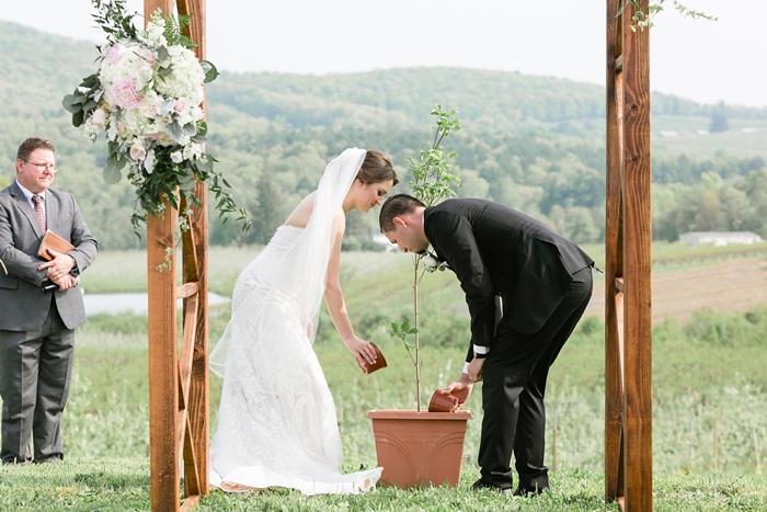 Outdoor_Spring_Apple_Orchard_Wedding_22.jpg