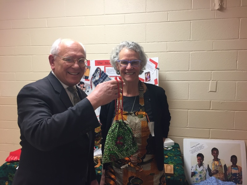 CONGRESS COMES TO A MOONBEE  – U.S. Rep. Paul Tonko displays a completed MoonCatcher Project pad kit, with MCP founder and executive director Ellie von Wellsheim.