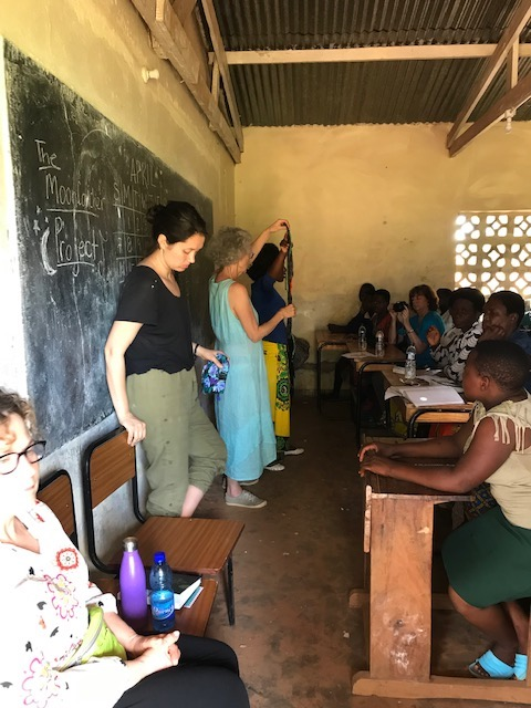 As Ellie and Olipa show the students the contents of a kit, Charlotte gets ready to be the perfect model!