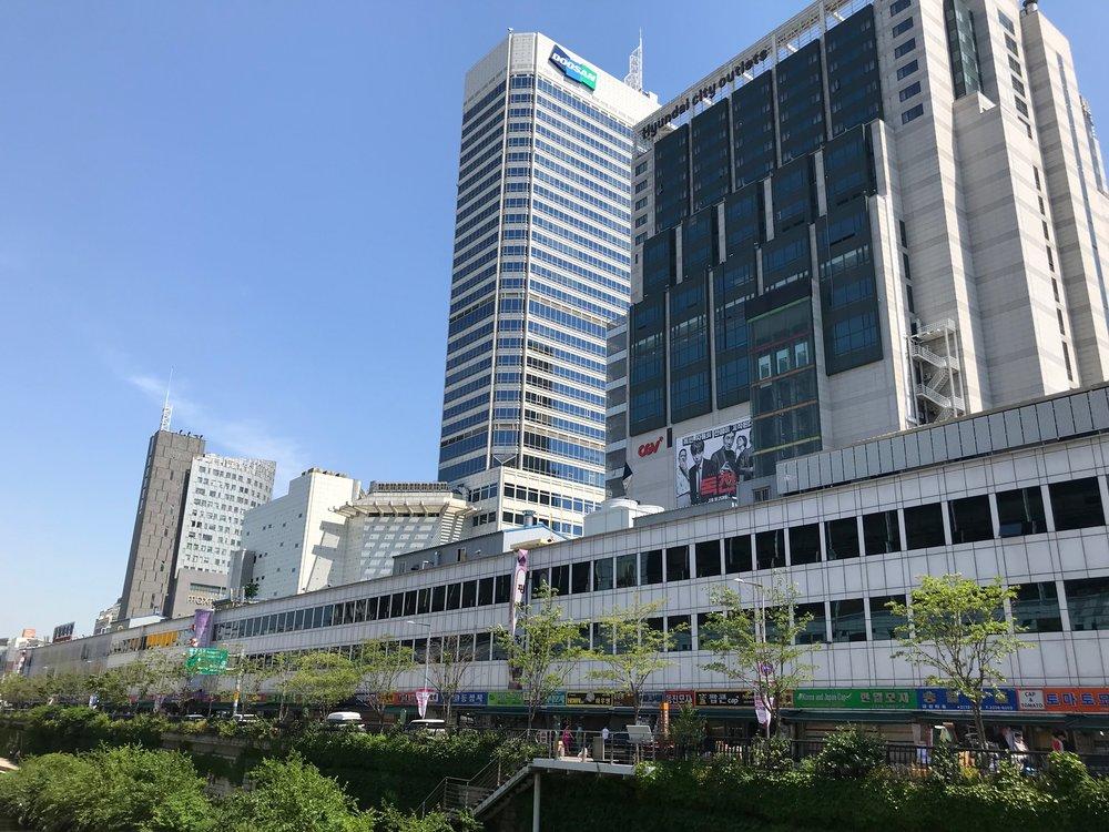 Walk from Gwanjang Market to Dongdaemun Market