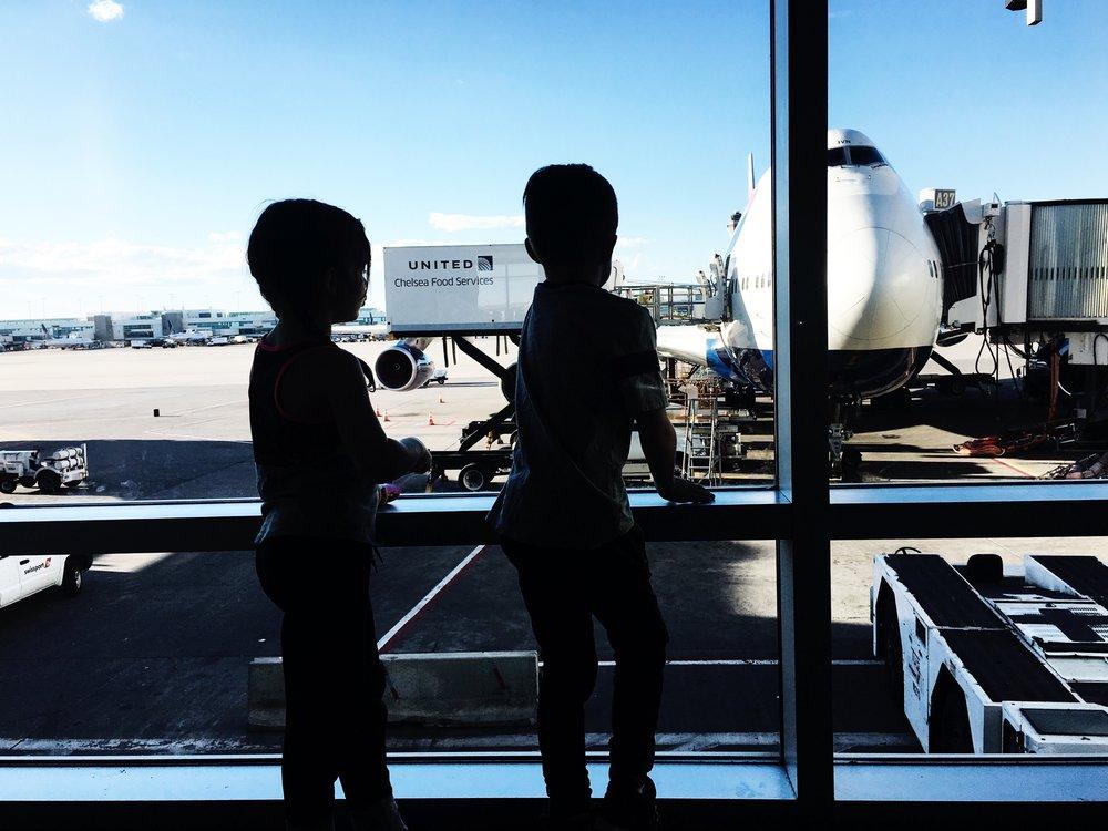 kids looking at plane