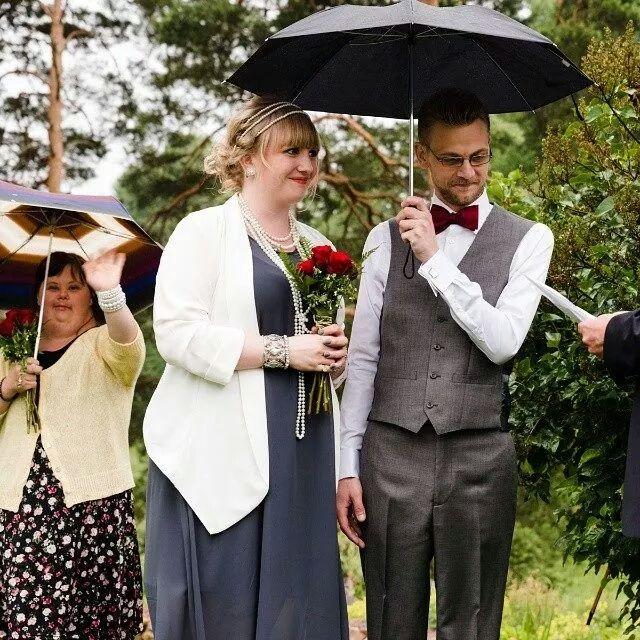 En som vinkar och två som gifter sig
