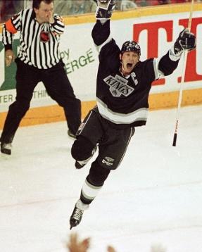 Wayne Gretzky blir tidernas poänggörare i NHL 1989.