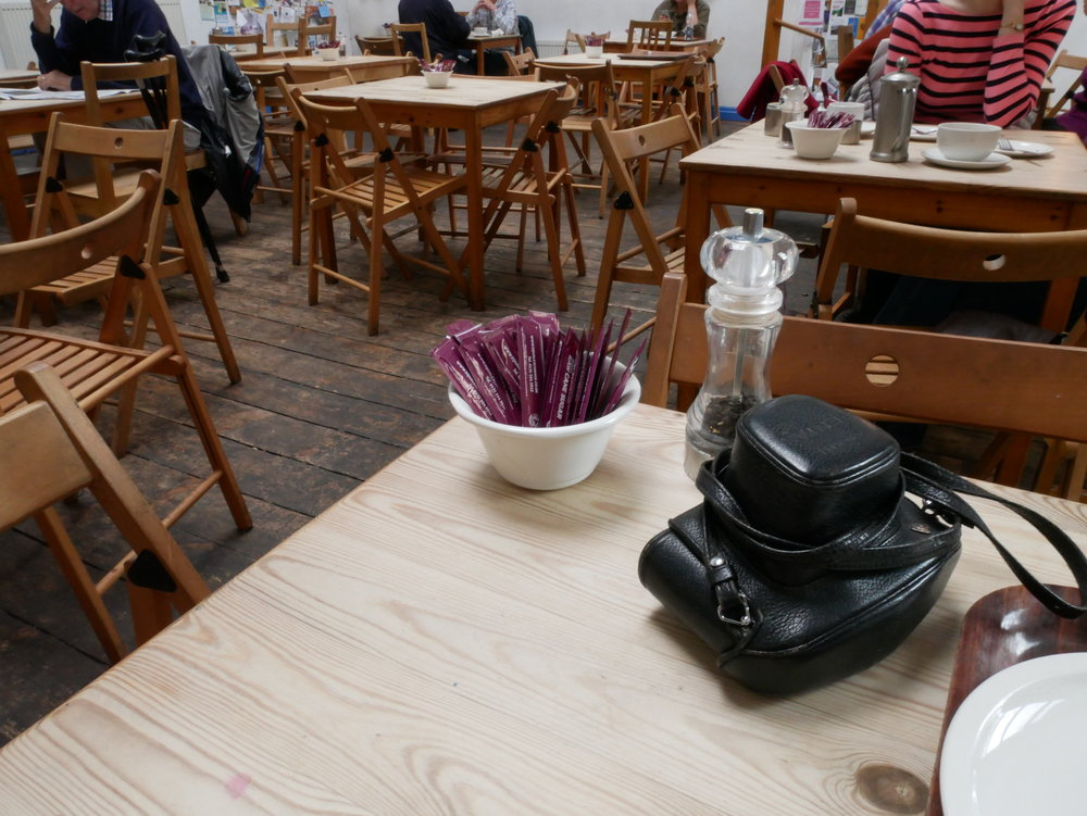 När vi vaknade gick vi till Blue Moon Café där vi visste att det fanns veganska grejer att äta. Jag slarvade hela resan eftersom vi hade ett tajt snookerschema att hålla oss till och det ingår i min deal med mig själv att jag får äta ost ibland. Bortförklaringar bortförklaringar.