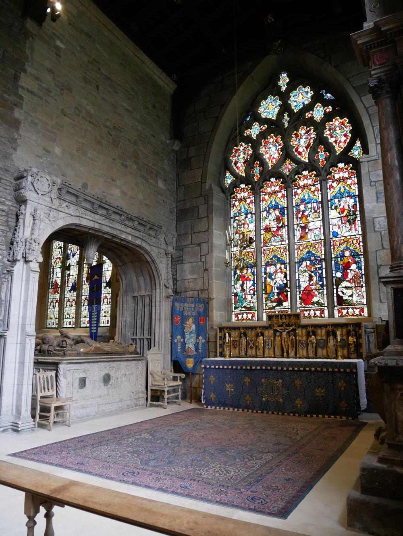 Det har stått kyrkor på platsen länge och just den här byggnaden har byggts på och om konstant sedan sen medeltid/tidig renässans typ.