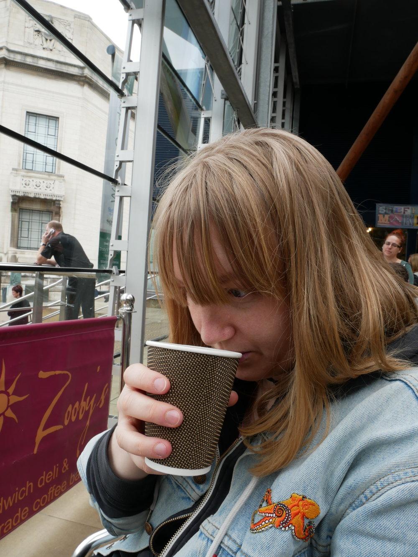 Jag luktar på kaffet i Winter Garden. Precis som vanligt är kaffet i Storbritannien sällan till belåtelse.