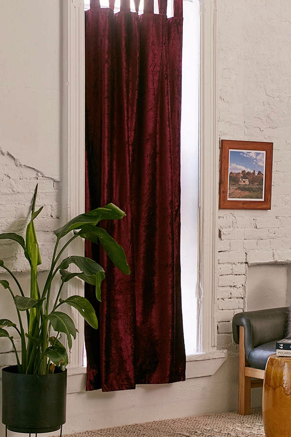 crushed-velvet-window-curtain-red-4708ce7de66f6b78b3981477be0ce89f.png