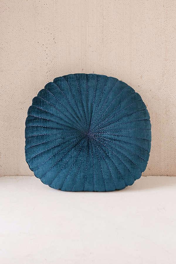 shelly-round-velvet-pillow-blue-84b29fafbd5bea626da946635f7a80a3.png