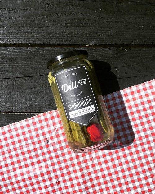Dillicieux   Les cornichons Dillicieux, et se spécialisent dans les marinades et relishs faites maison à base de concombres Kirby.