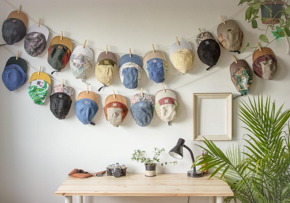 Sous-bois   Sous-bois est un service de couvre-chef combinant des valeurs durables et écologiques à un look urbain et tendance. Faite à la main à partir de matériaux recyclés, chaque casquette est unique et personnalisée.