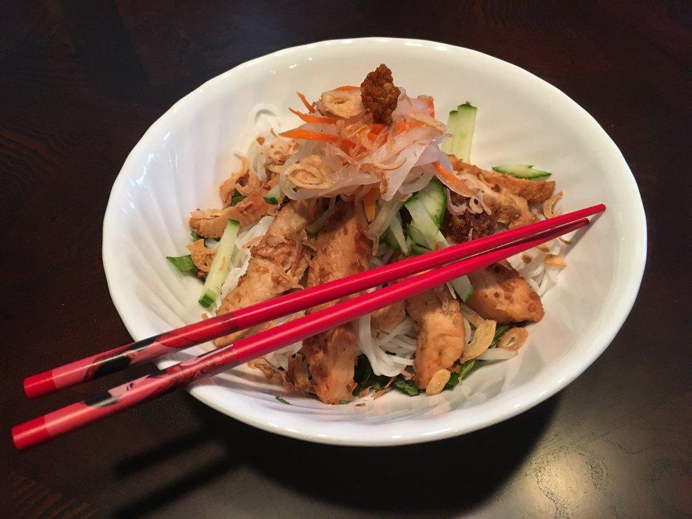 Grilled Chicken Noodle Salad - Bún gà nướng sả ớt