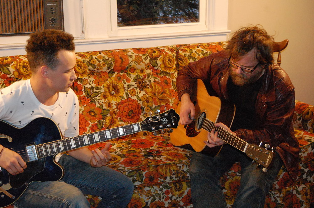 Josh Roberts and Kelly Morris (the Mobros) playing Flower Couch Sessions