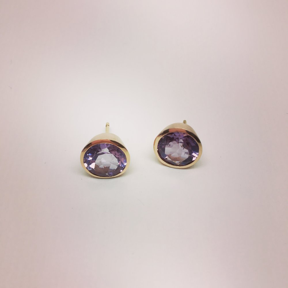 Ohrstecker mit Amethyst in 750/000 Rotgold