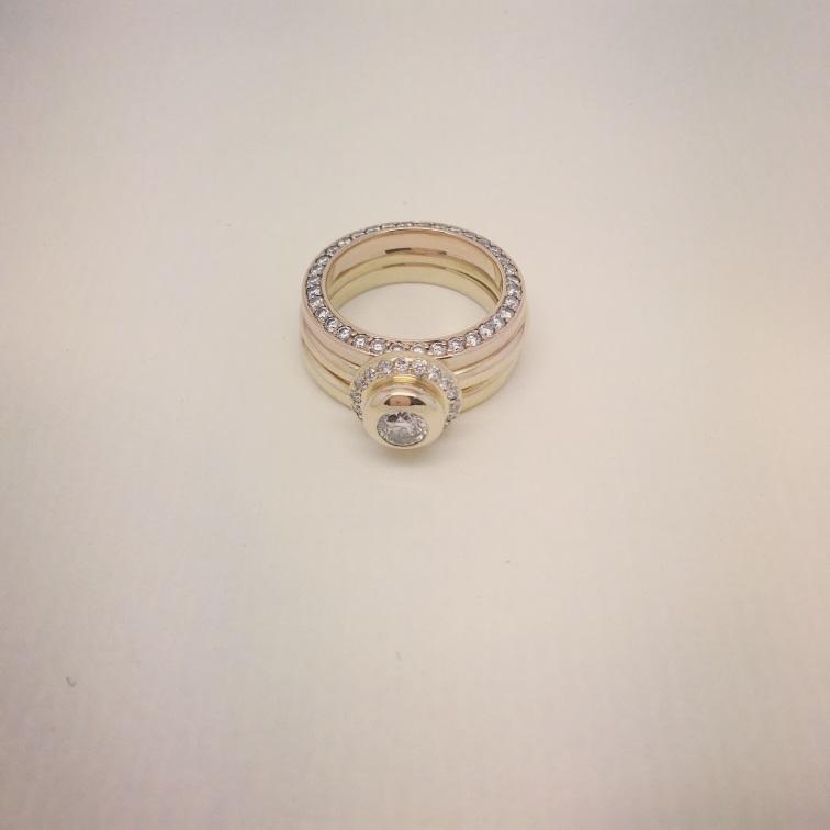 3 Ringe mit Brillanten in 750/000 Gelbgold