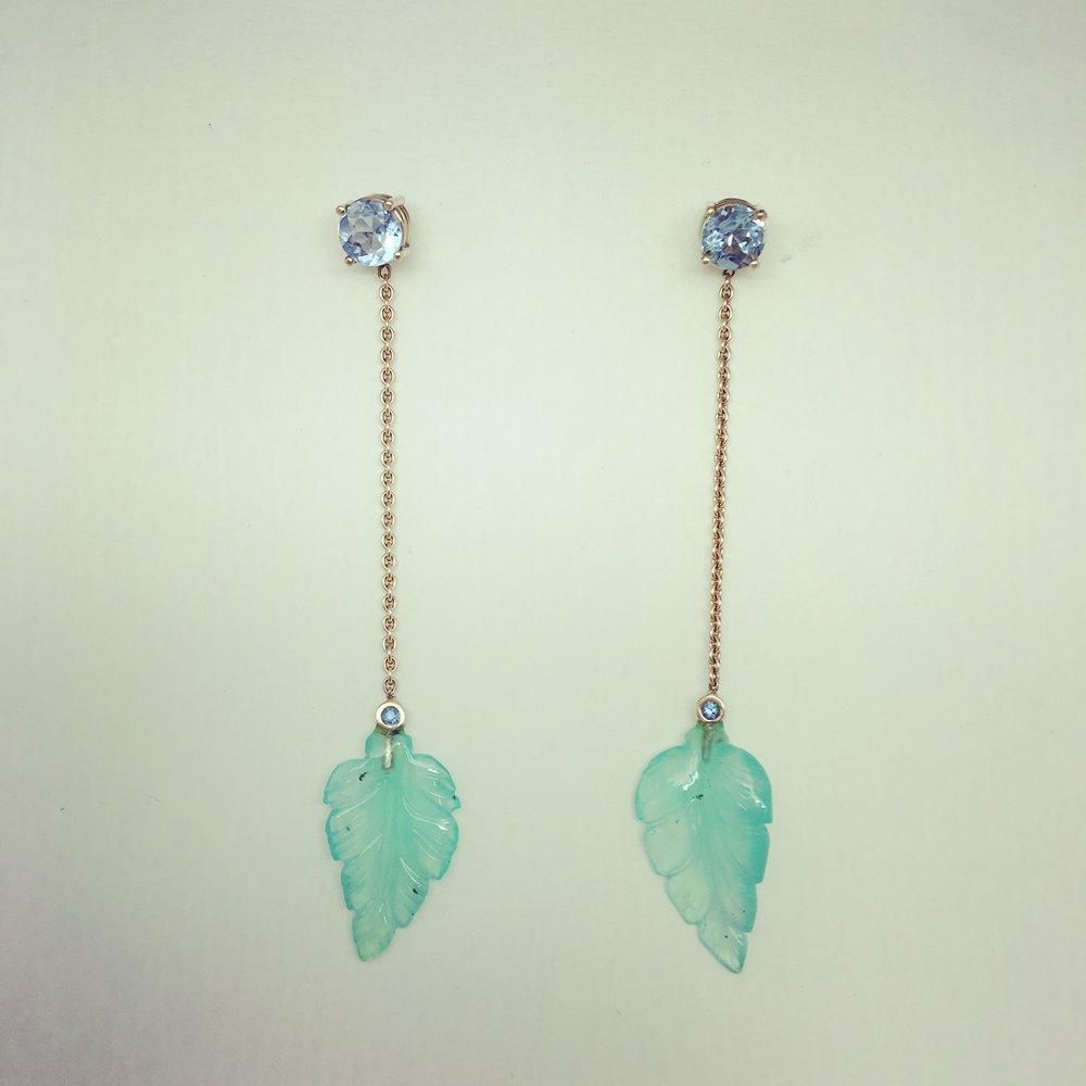 Ohrhänger mit Aquamarinen und Jadeblätter in 750/000 Gelbgold