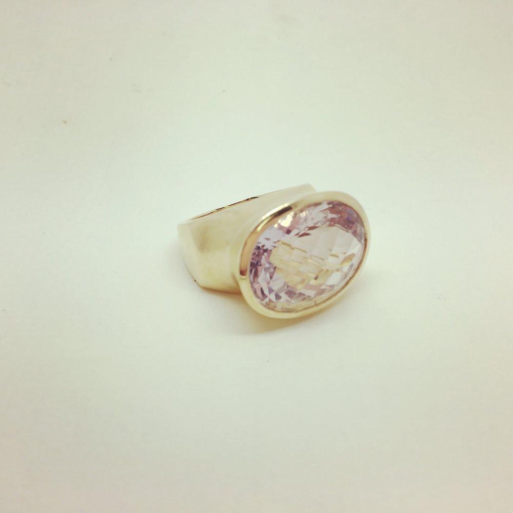 Ring mit Amethyst in 585/000 Gelbgold