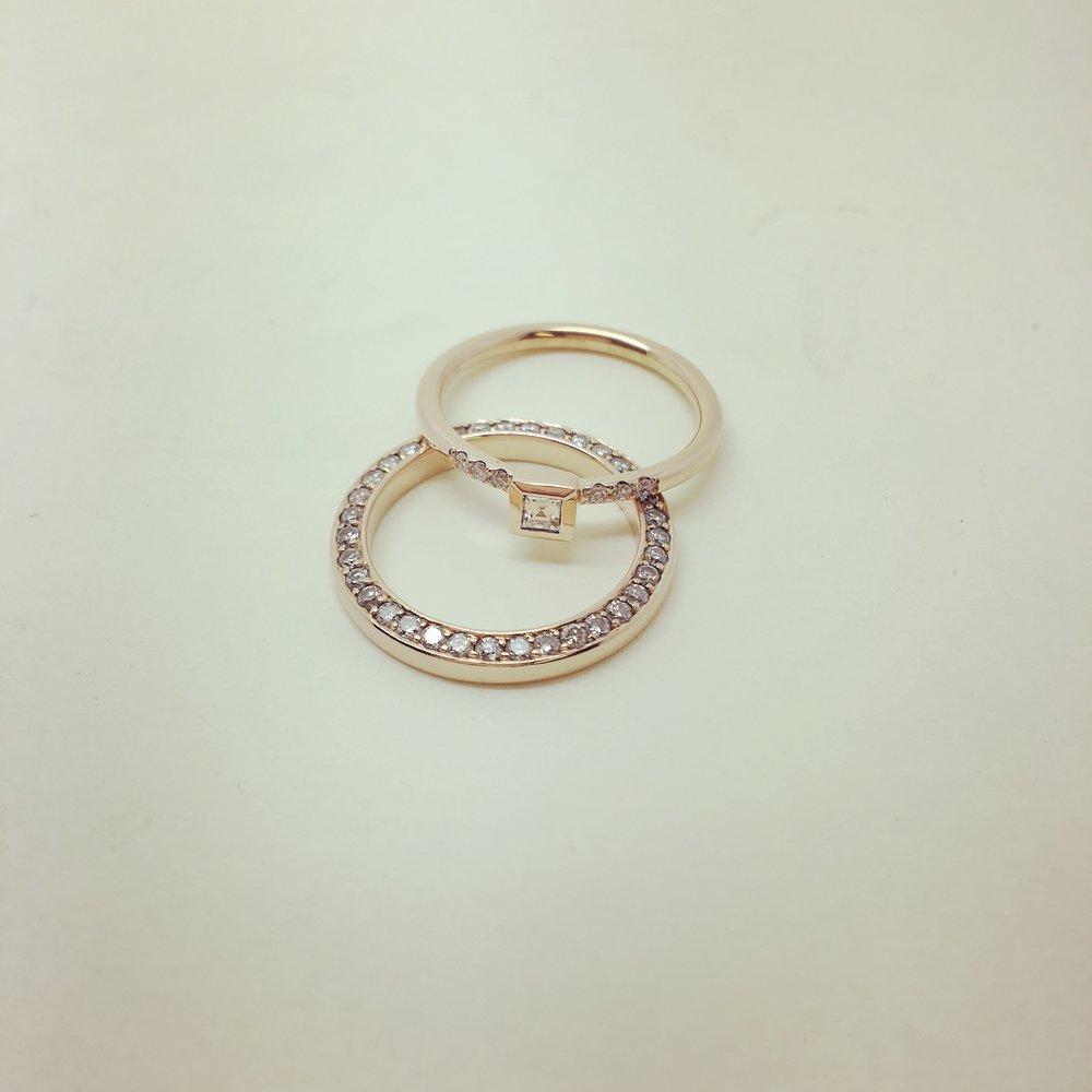 Ringe mit CarreeDiamant und Brillanten in 750/000 Gold