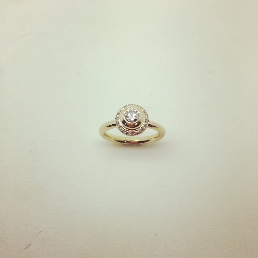 Ring mit Brillanten in 750/000 Gelbgold