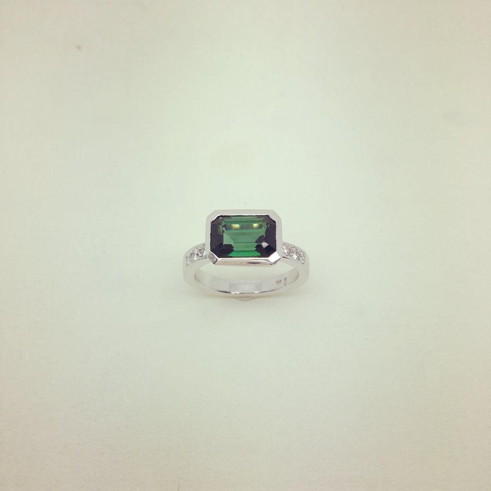 Ring mit Turmalin und Brillanten in 750/000 Weißgold