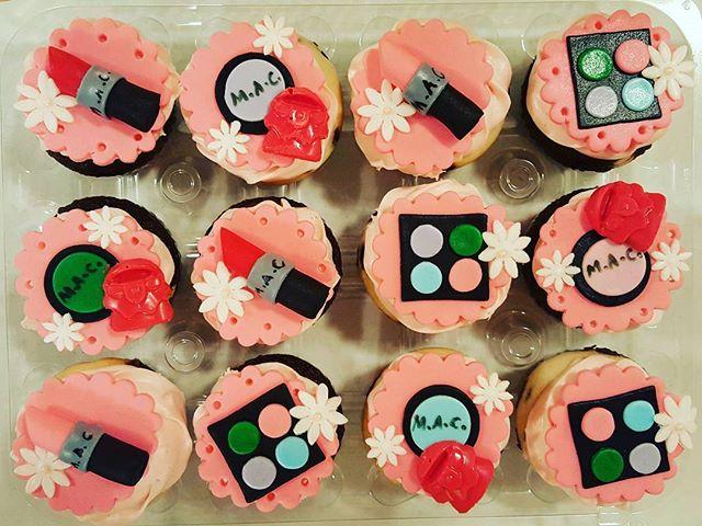 #makeupcupcakes #dessertfirst #dessertfirstlady #eatdessertfirst #designercakes