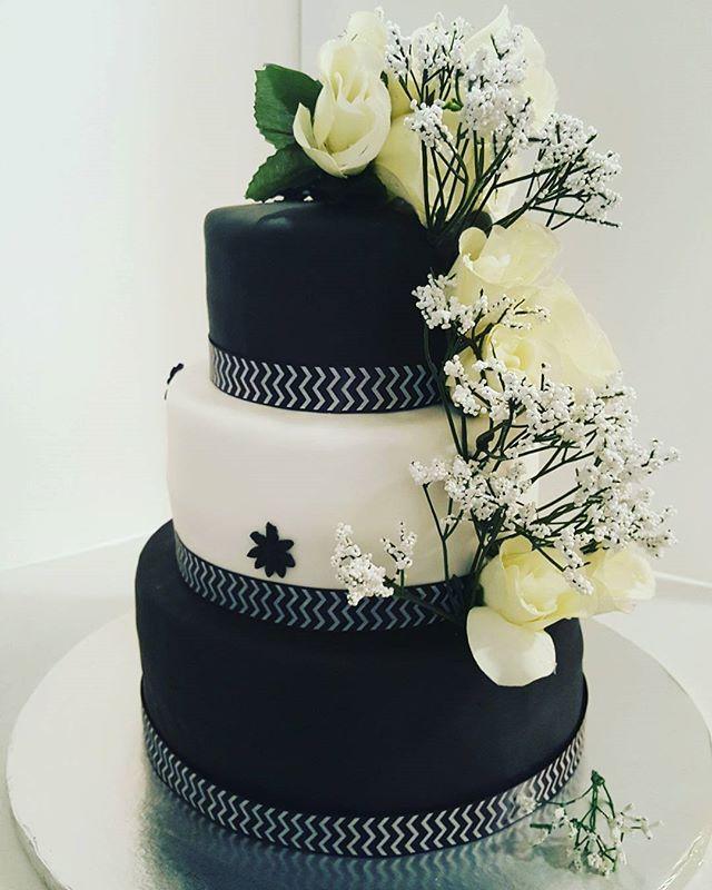 #blackandwhiteweddingcake #dessertfirstlady #designercakes
