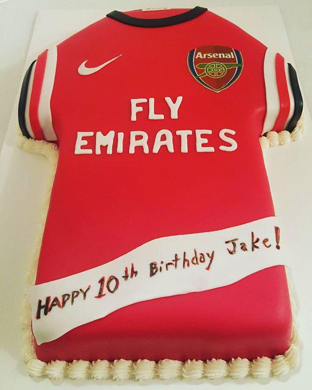 #soccerjerseycake #soccerjerseycakes #dessertfirstlady #designercakes #dessertfirst