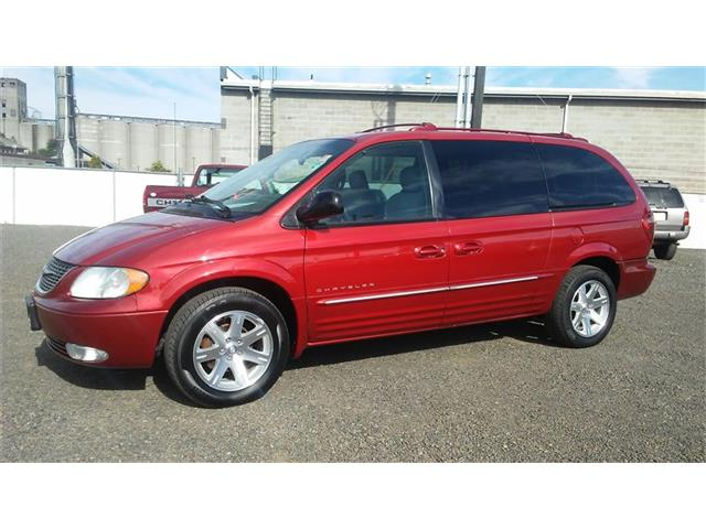 2001 Chyrsler Town and Country.jpg