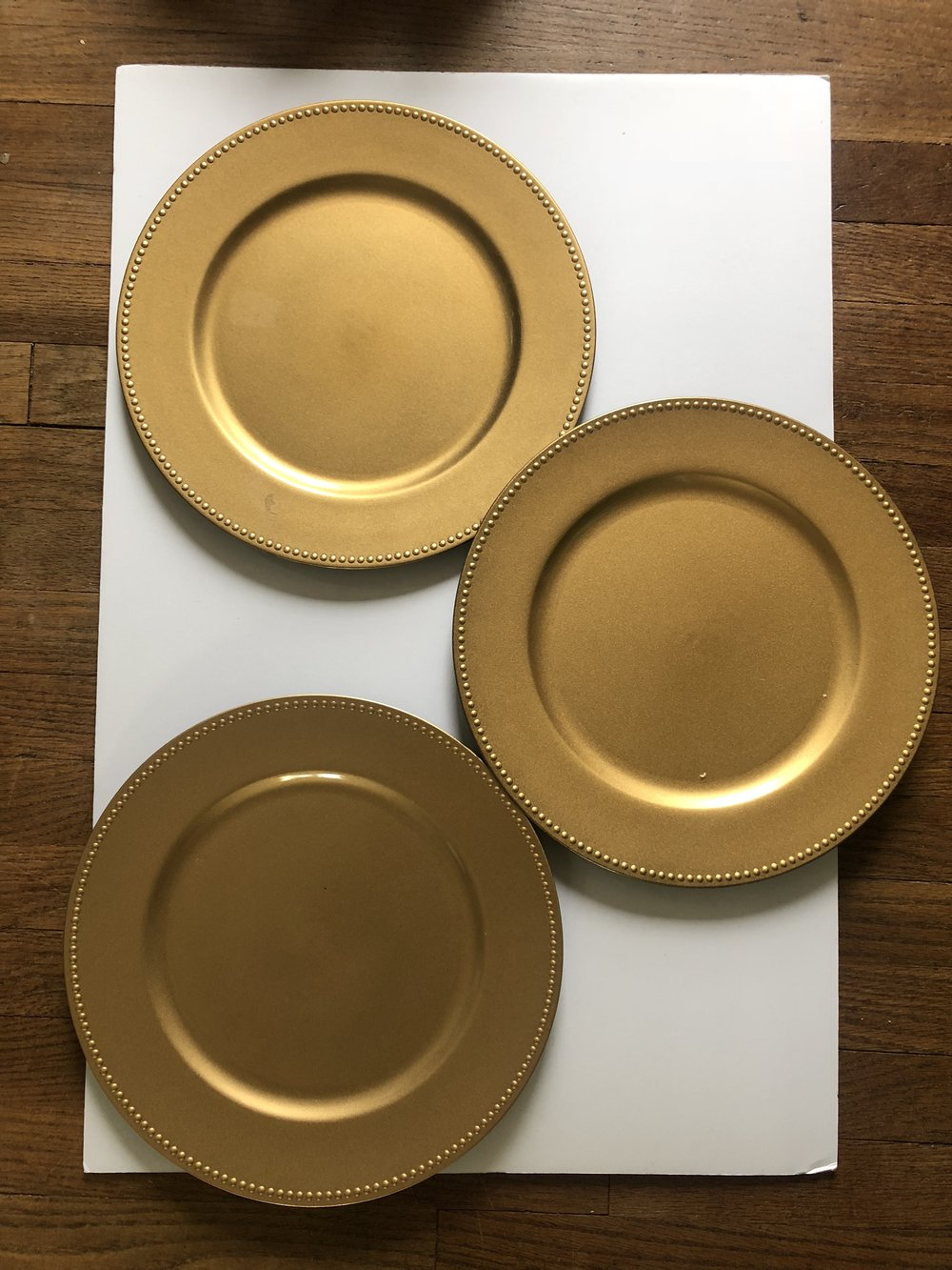 Gold chargers - (Quantity: 50)