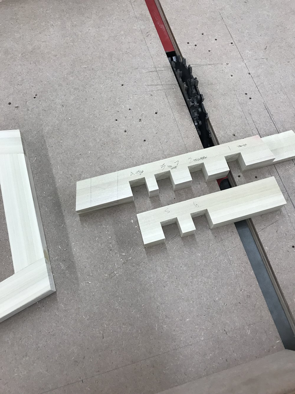 Testing the dato blade thickness to fit the leg supports