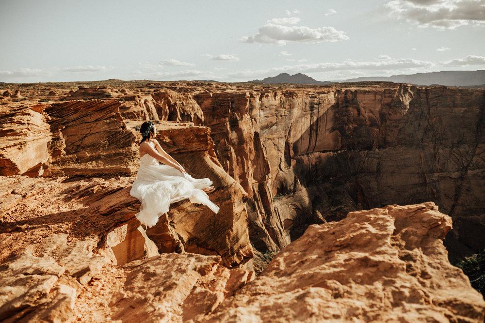 Horseshoe-Bend-Antelope-Canyon-Boho-Elopement-41.jpg