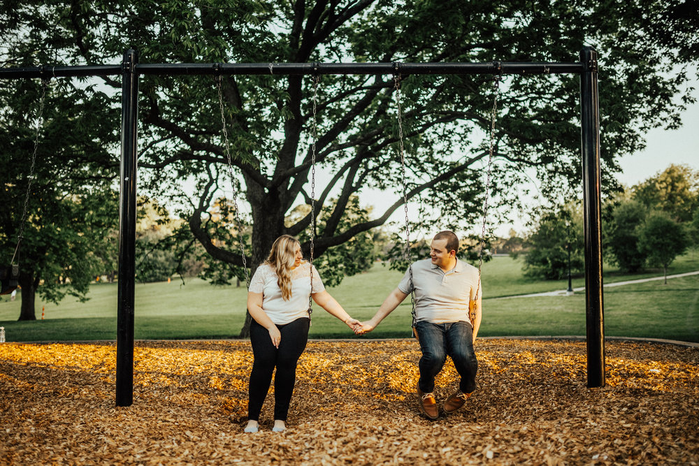 Kansas-City-Loose-Park-Spring-Engagement-Session-27.jpg