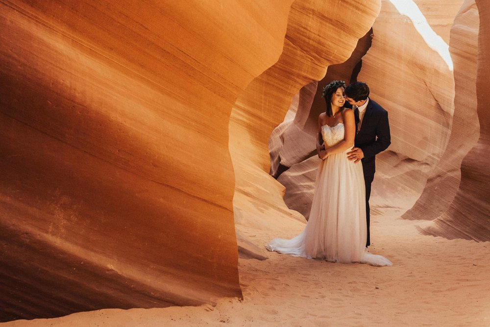 antelope-canyon-intimate-adventurous-elopement