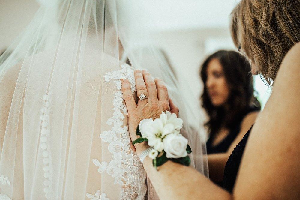 oahu-hawaii-destination-wedding-photographer-70.jpg