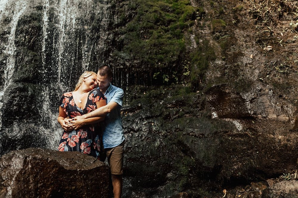 lulumahu-falls-crouching-lion-hawaii-engagement-photographer-16.jpg