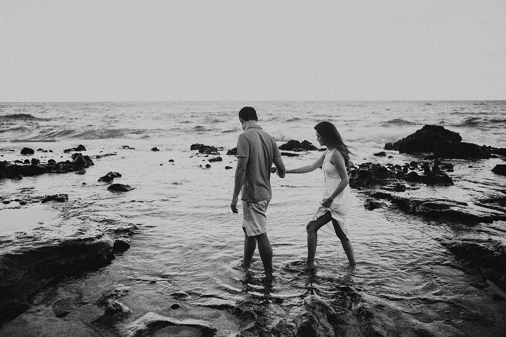 oahu-hawaii-adventurous-coastal-engagement-session-15.jpg