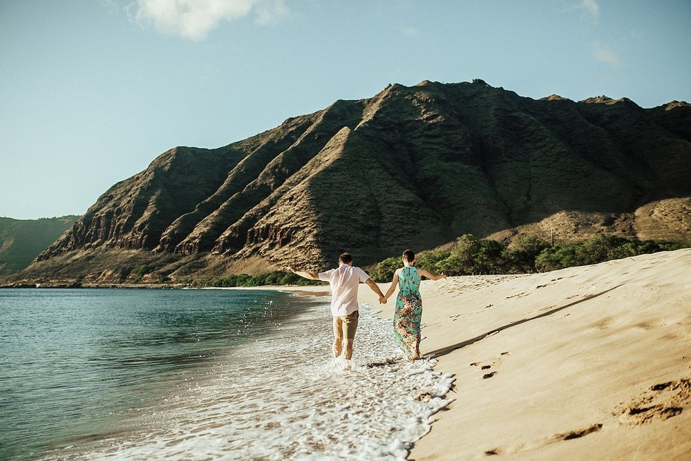 oahu-hawaii-adventurous-beach-anniversary-session-6.jpg