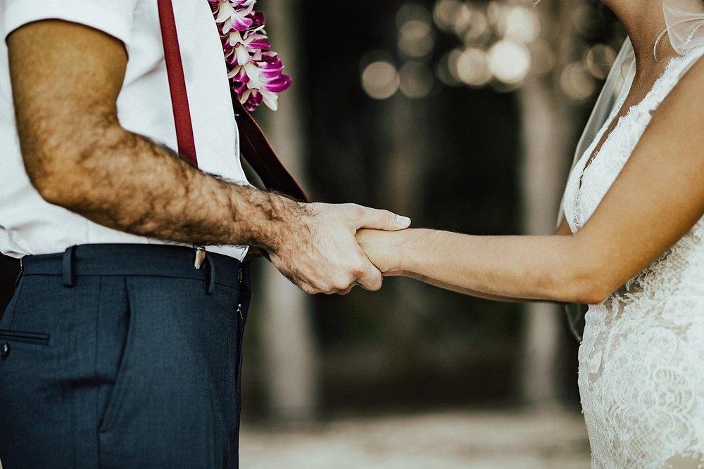 hawaii-destination-intimate-elopement-photographer_0023.jpg