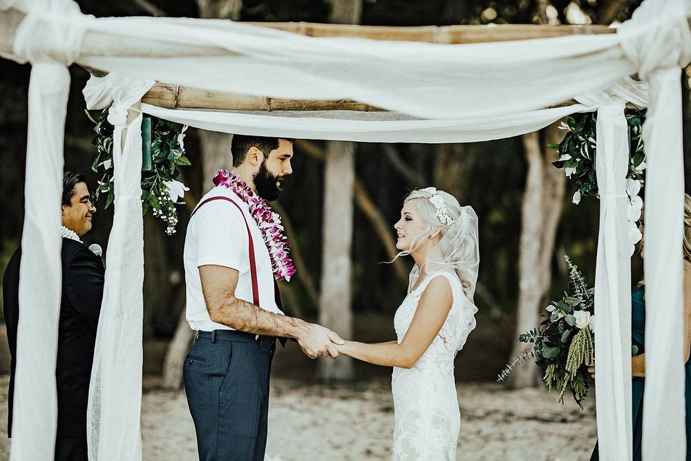 hawaii-destination-intimate-elopement-photographer_0024.jpg