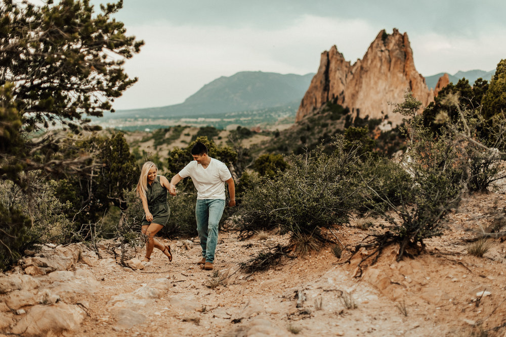 garden-of-the-gods-colorado-springs-couple-anniversary-session