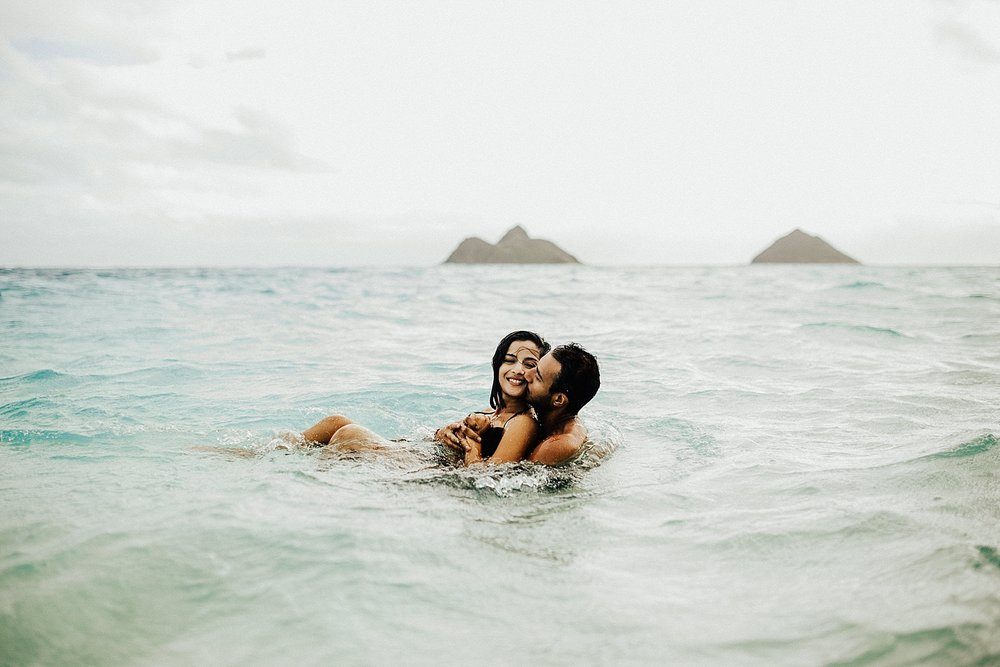 oahu-hawaii-adventurous-destination-intimate-elopement-photographer-lindsey-roman-40.jpg