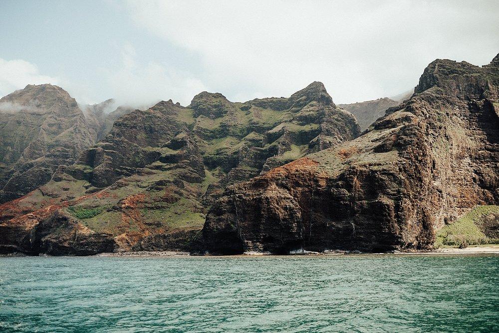 kauai-hawaii-napali-coast-couple-session-jordan-lee-dooley-soul-scripts-lindsey-roman-destination-elopement-photographer-8.jpg