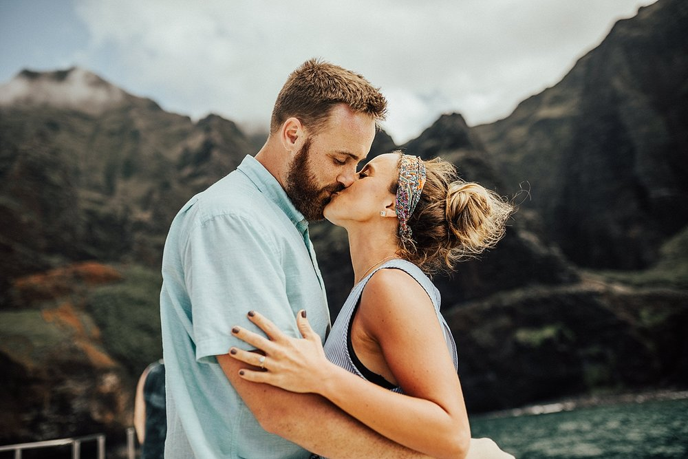 kauai-hawaii-napali-coast-couple-session-jordan-lee-dooley-soul-scripts-lindsey-roman-destination-elopement-photographer-9.jpg